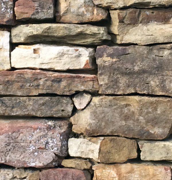 Weathered Granite Stone : Split weathered fieldstone edge